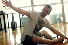 gilberto-schulz-yoga-em-casa-aulonline