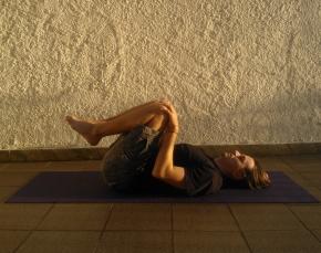 apanasana serie de yoga para sistema digestorio