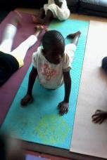 fotos yoga na africa saúde