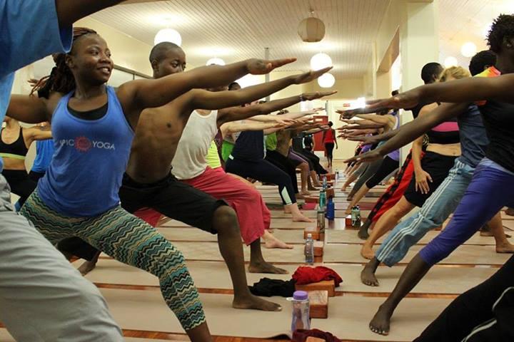ioga na áfrica