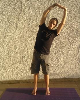 mahanitambasana flexao lateral serie de yoga detox para acabar com prisao de ventre