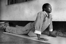 yoga na africa na prisão