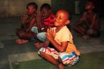 yoga na africa para crianças