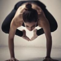 Benefícios do Yoga   Bakasana ou Kakkasana