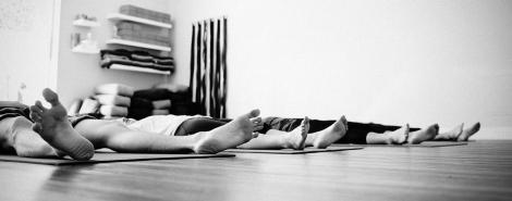 a-importancia-do-relaxamento-como-relaxar-yoga-destacada
