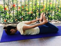 base-dhanurasana-yoga-para-tpm-iniciantes