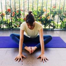 estica-torcao-baddhakonasana-yoga-para-tpm-iniciantes