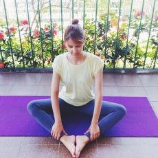 esticamento-baddhakonasana-yoga-para-tpm-iniciantes