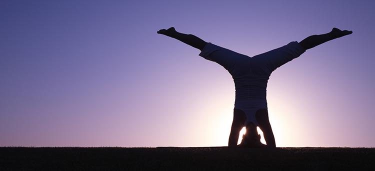 beneficios-do-yoga-invertidas-por-que-ficar-de-cabeca-para-baixo-destaque