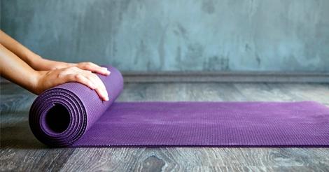 9-dicas-para-iniciar-e-desenvolver-sua-pratica-pessoal-de-yoga-em-casa-site